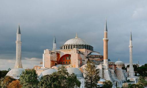 Hagia Sophia Mosque standing upright in between the land of Istanbul, Turkey with 4 minarets, 2 on each side. Photo by Adli Wahid on Unsplash.